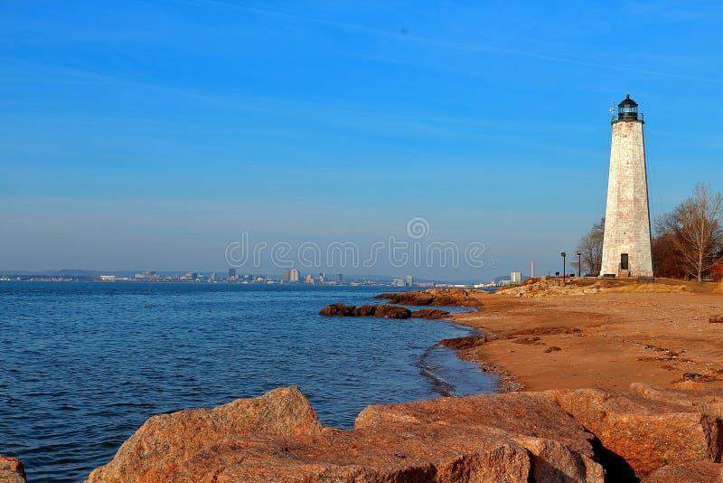 看一座偶象灯塔在新英格兰在冬天 免版税图库摄影