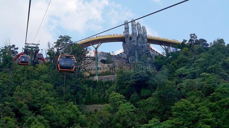 看一看在从电车的金黄桥梁 免版税库存图片