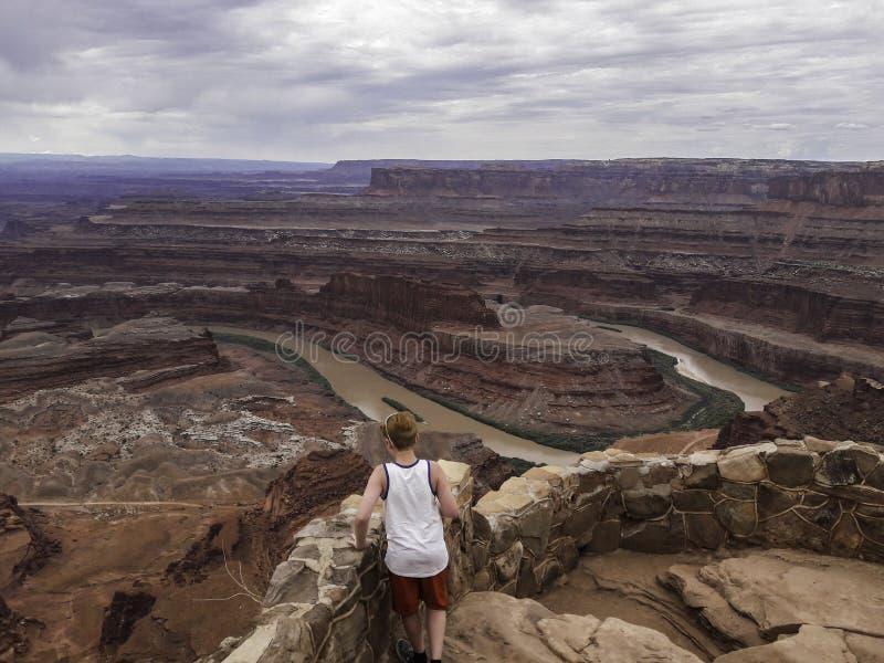 看下来在科罗拉多河的年轻人过时的问题点国家公园 免版税库存图片
