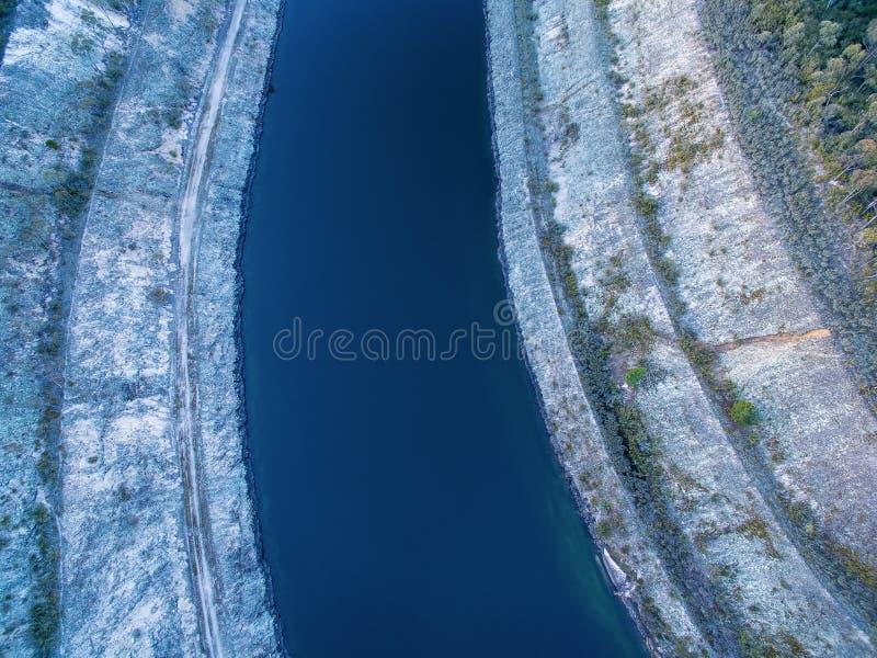 看下来水运河 免版税库存照片