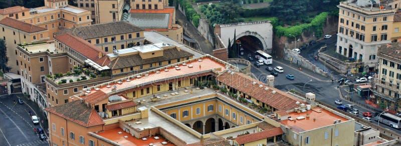 看下来从圣彼得罗圆顶到梵蒂冈汽车画廊  免版税库存图片