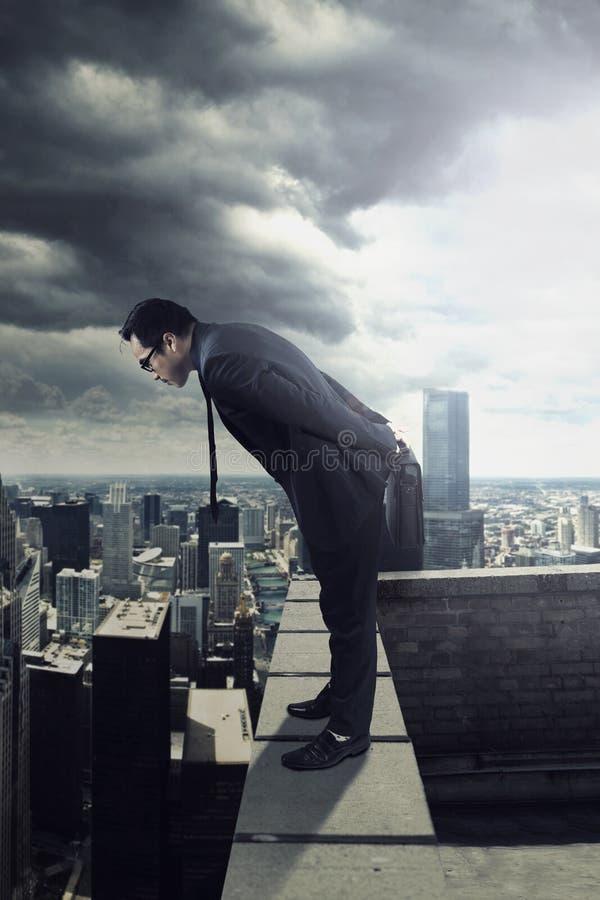 看下来从屋顶的商人 图库摄影