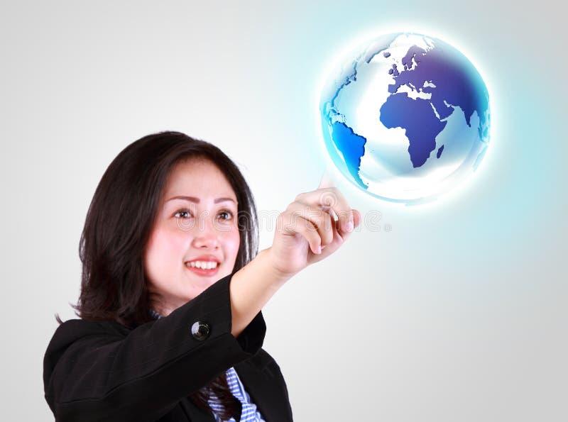看世界的女商人 免版税库存照片
