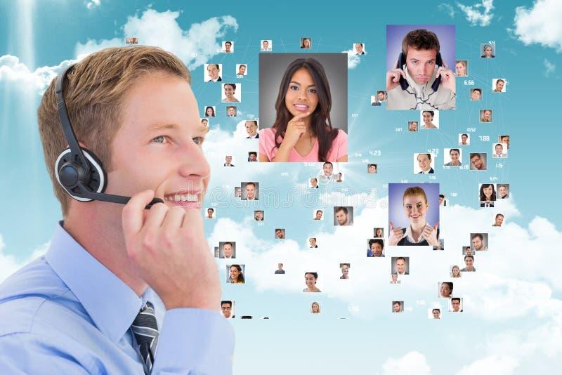 看商人的飞行画象微笑的顾客助理 图库摄影