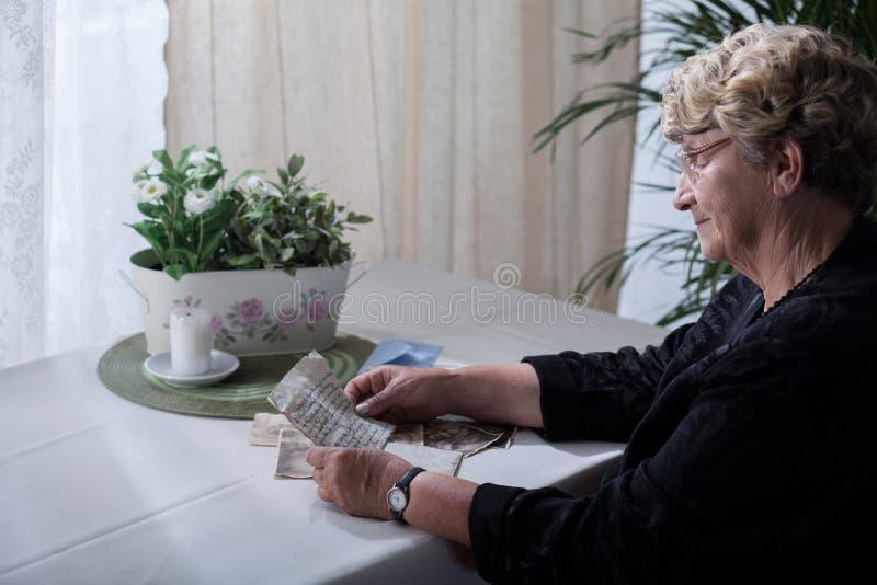看在值得纪念的事的寡妇 库存图片