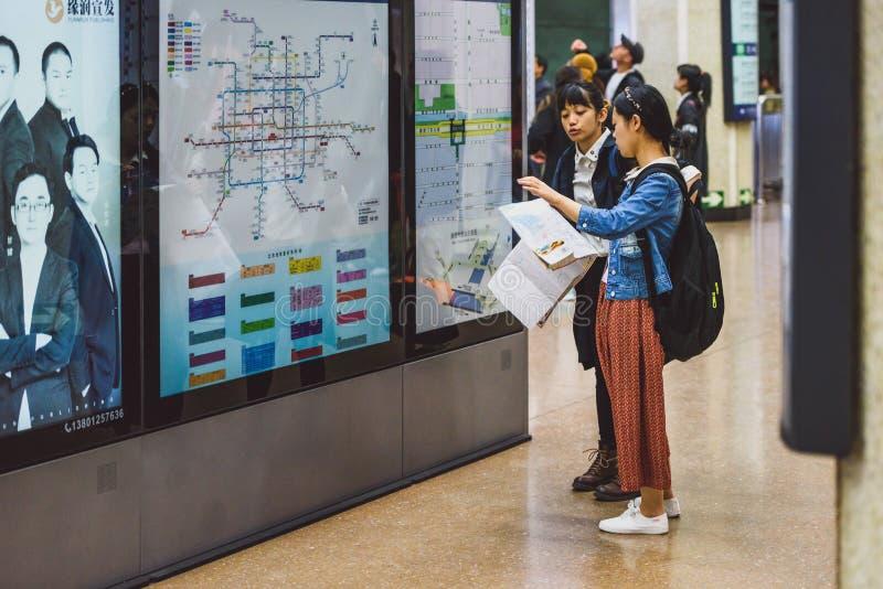 看在地图,北京,中国的人们 库存照片