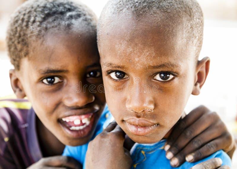看在照相机的非洲男孩画象  库存图片