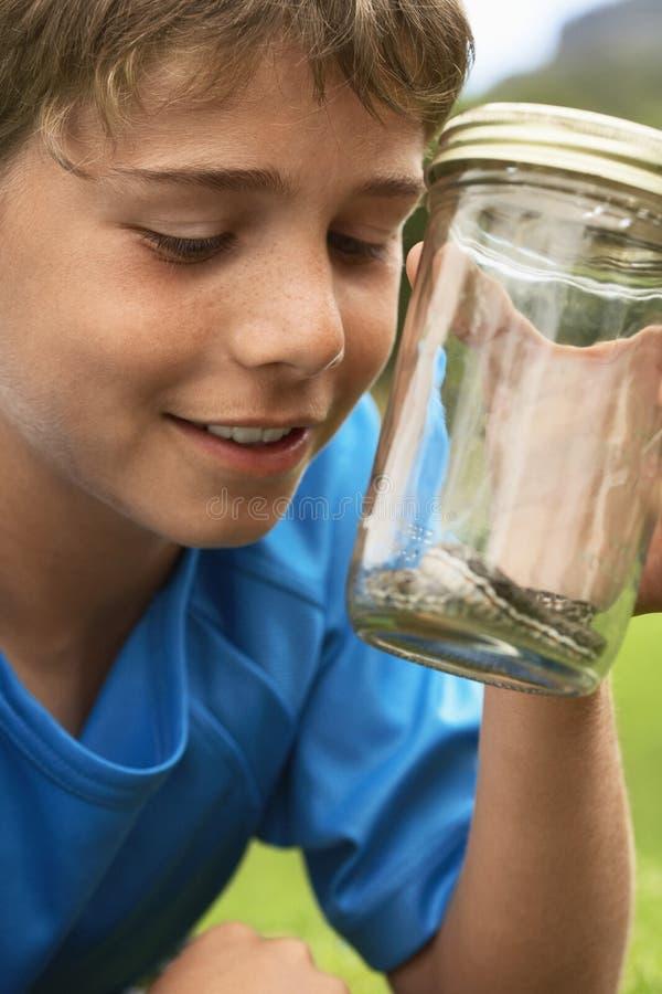 看在瓶子的男孩蛇 免版税库存照片
