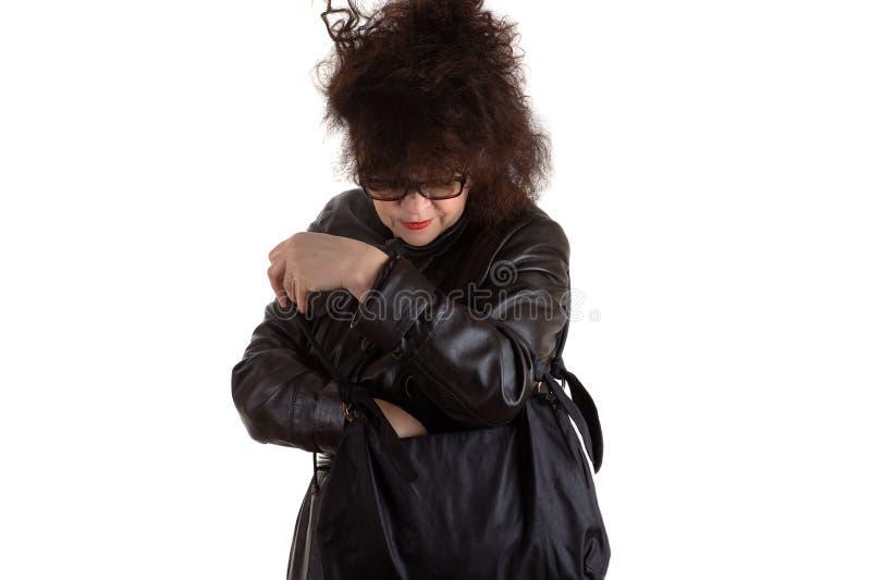 看在袋子的可爱的成熟妇女 库存图片