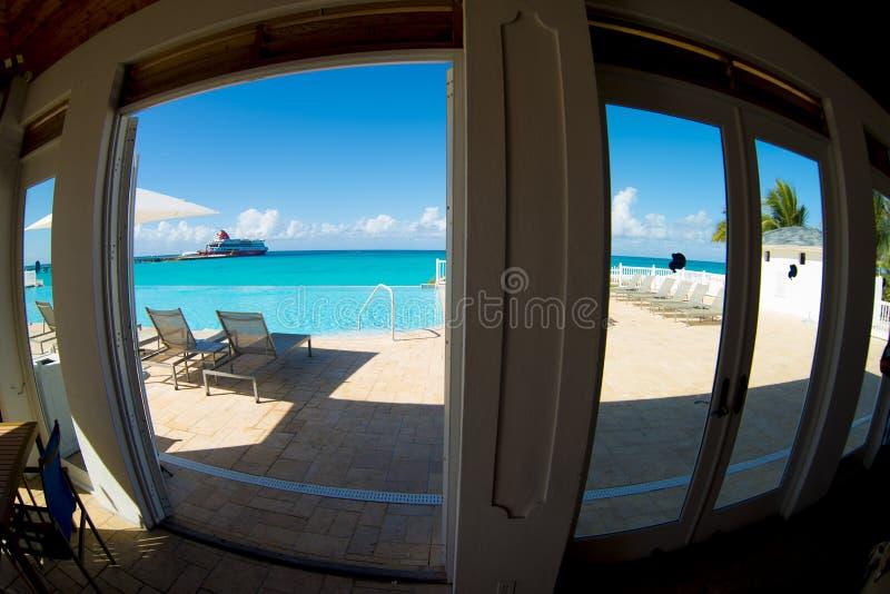 看在Bimini海岛上的一个手段窗口  库存图片