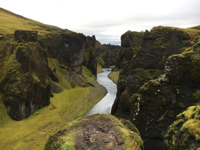 看在Fjadrargljufur峡谷下在东南冰岛 库存照片