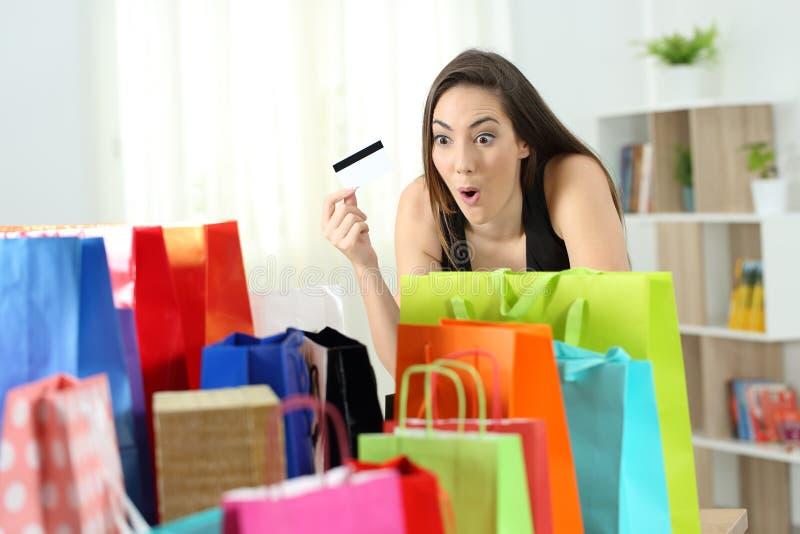 看多购买的惊奇顾客 免版税库存图片