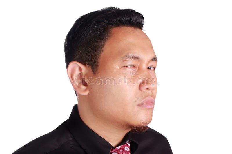 看对充满愤怒的照相机的玩事不恭的亚洲商人 库存图片