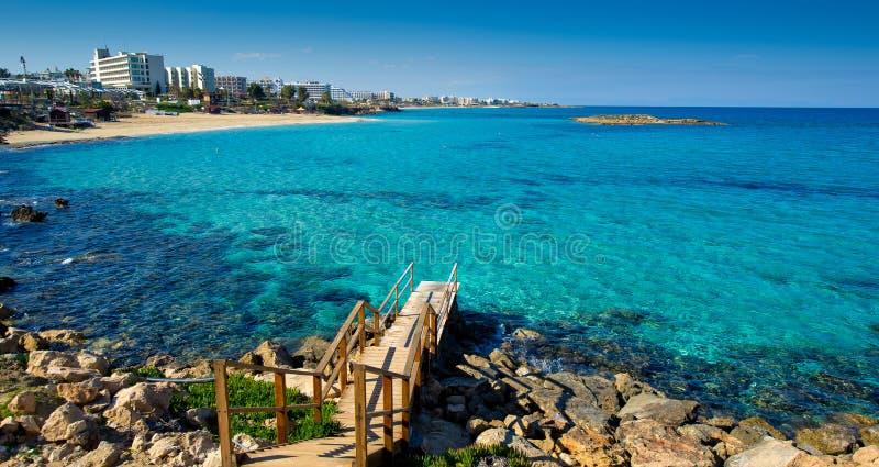 看往famagusta 2的普罗塔拉斯海滩 库存图片