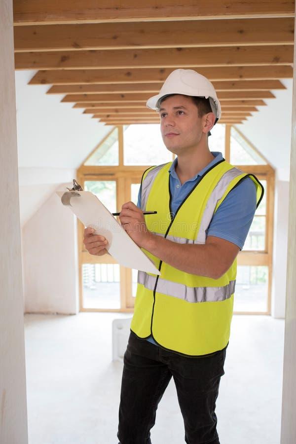 看新的物产的房屋检查员 库存图片