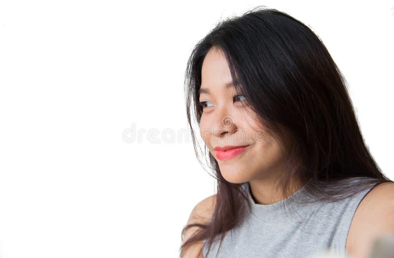看未来概念,亚洲妇女黑色长的头发成人微笑 免版税库存照片
