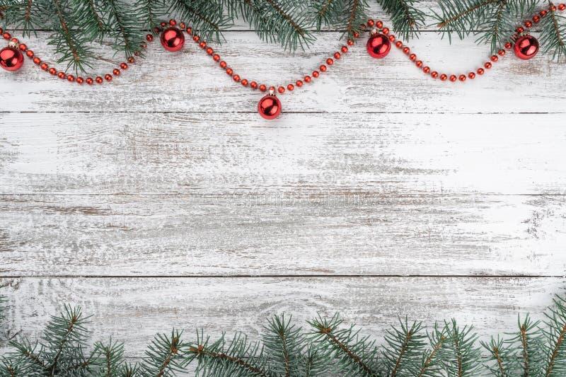 看板卡例证向量xmas 老木圣诞节背景 冷杉分支 红色中看不中用的物品和诗歌选 顶视图 库存图片