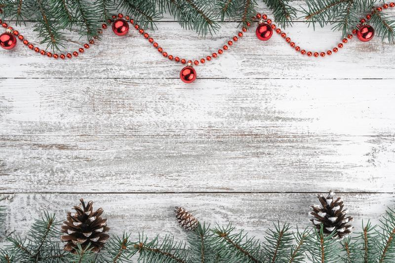 看板卡例证向量xmas 老木圣诞节背景 分支锥体冷杉 红色中看不中用的物品和诗歌选 顶视图 免版税库存照片