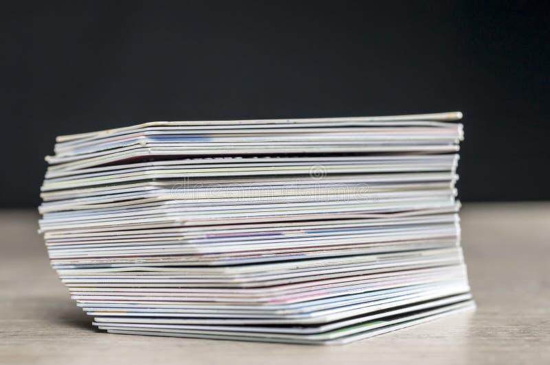看板卡赊帐重点宏观缩小的堆视图 免版税库存图片