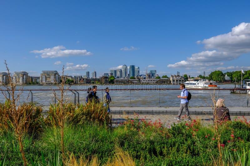 看横跨从格林威治的泰晤士河 库存图片