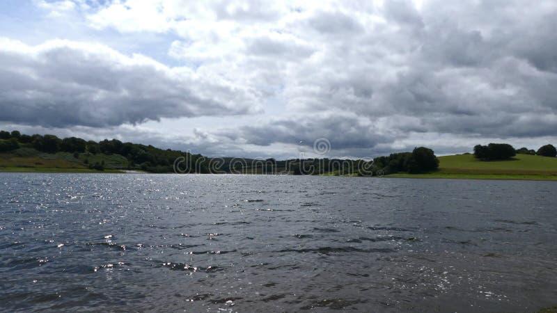 看横跨Wimbleball湖的一个风景看法在Exmoor 库存图片