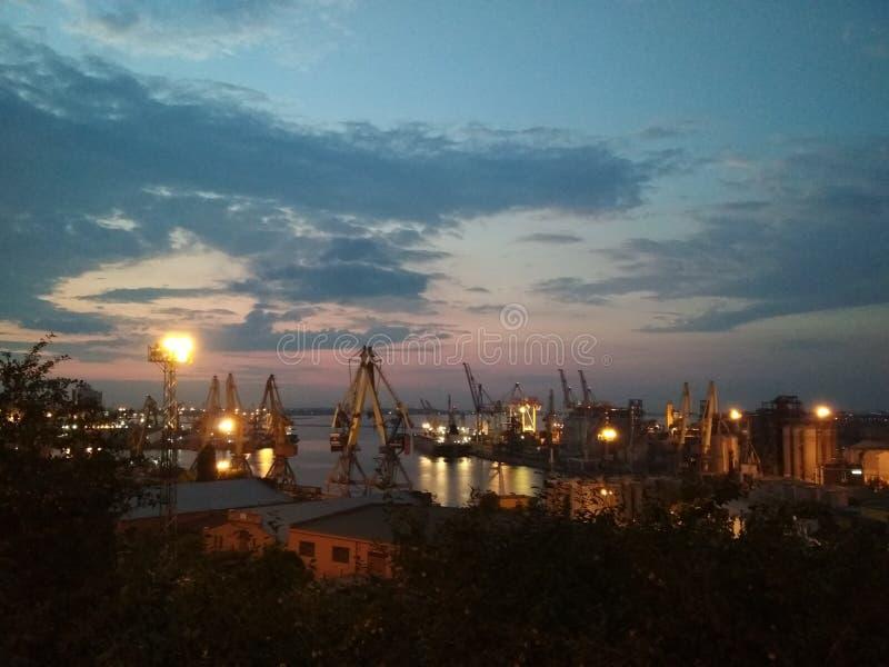 看法向海和海港傲德萨 免版税库存照片