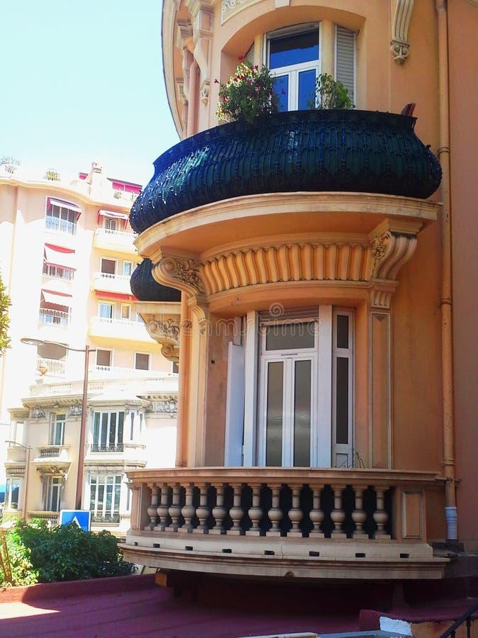 看法在摩纳哥,修造用圆的阳台 免版税库存照片