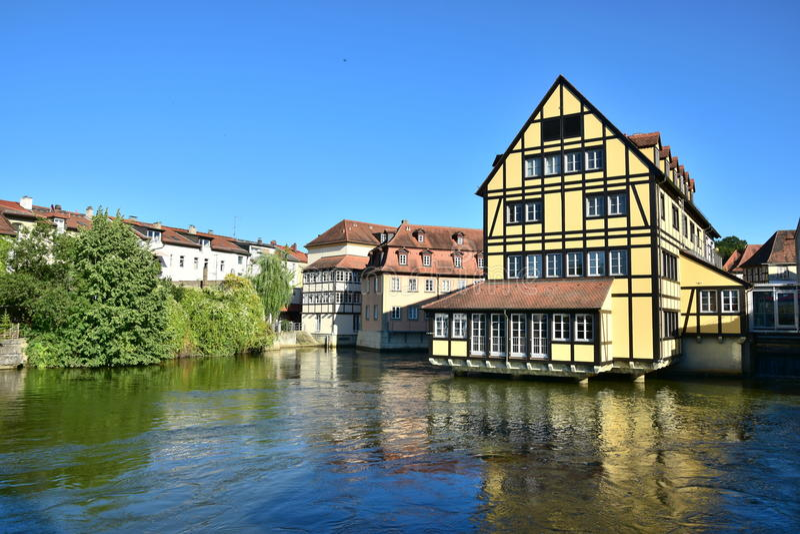 Download 看法在琥珀 编辑类库存图片. 图片 包括有 街道, 德国, 中世纪, 雕象, 历史, beautifuler - 72363079