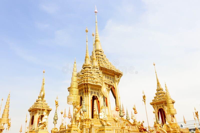 看法皇家火葬场金子嗯的11月的04日已故的国王普密蓬・阿杜德 免版税库存照片