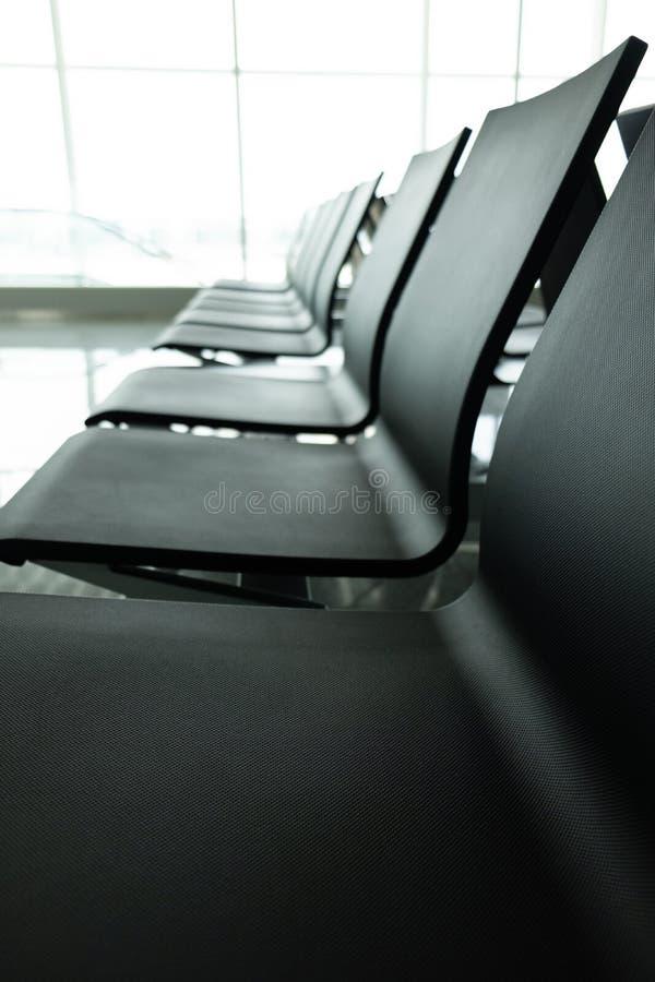 看法空的椅子在机场 免版税库存照片