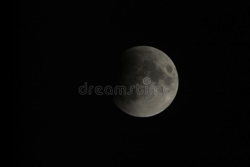 看法,阶段,月蚀通过一个远摄镜头在都灵,意大利 免版税库存图片
