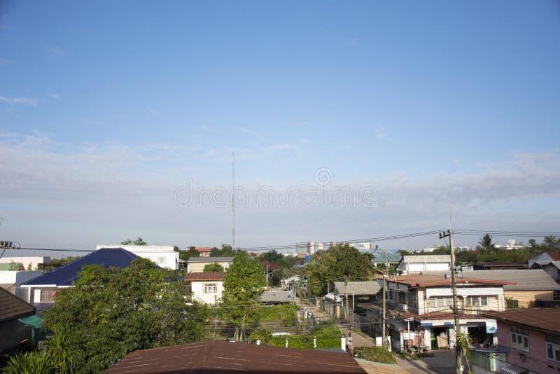 看法Udonthani市风景和都市风景早晨时间的从公寓旅馆的租在乌隆他尼,泰国 免版税库存照片