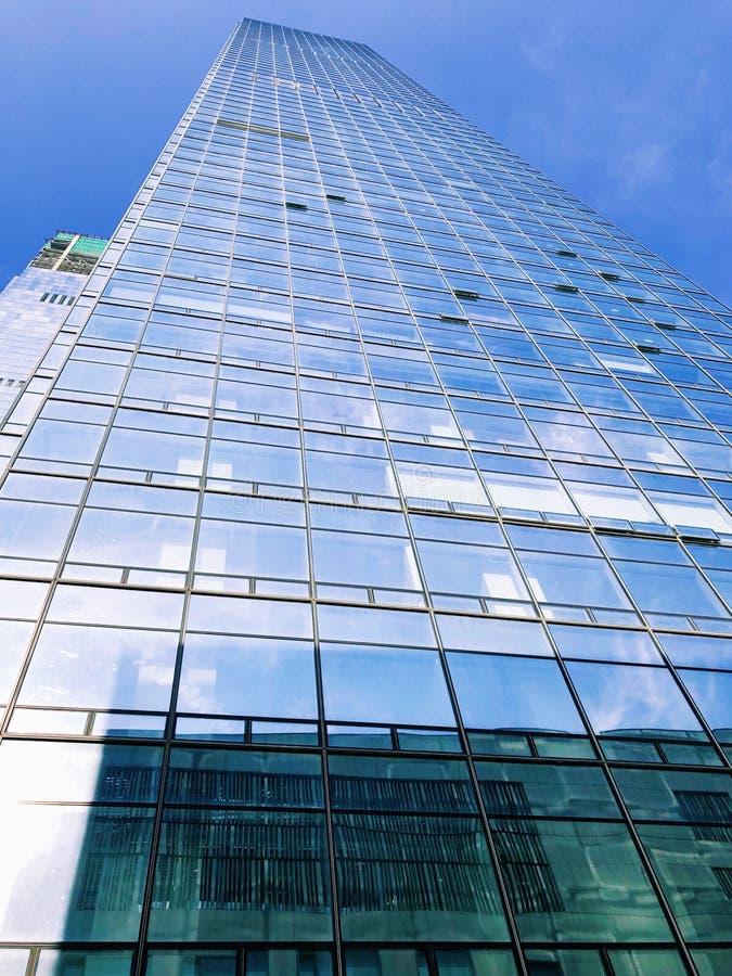 看深圳现代办公楼 免版税库存照片