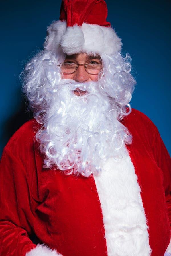 看照相机的圣诞老人画象 免版税库存图片