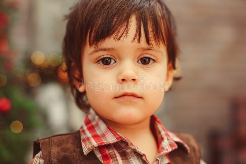 看照相机的甜好小孩 库存图片