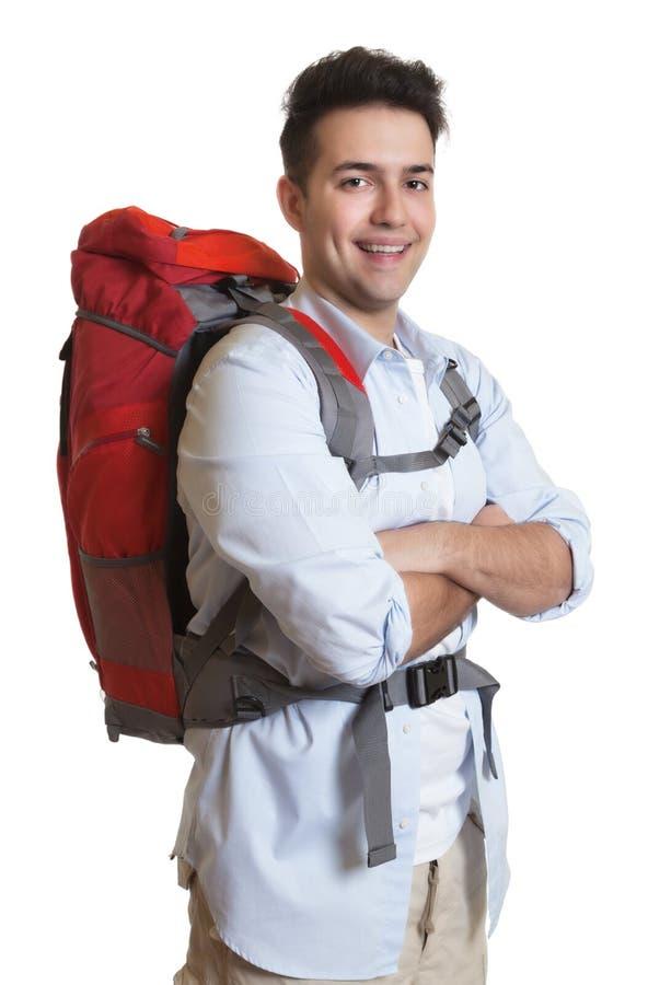 看照相机的英俊的背包徒步旅行者 库存图片