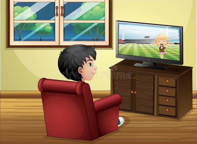 看电视的一个年轻男孩在客厅 皇族释放例证