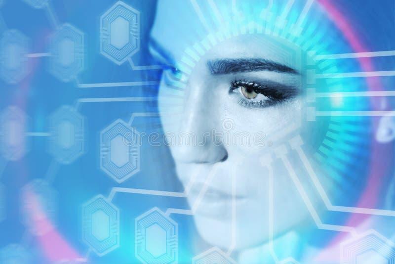 看电路网络的美丽的妇女,蓝色 图库摄影
