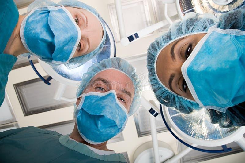 看的外科医生下来 免版税图库摄影