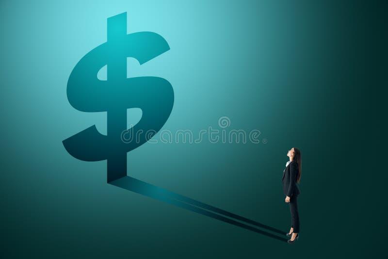 看美元阴影的女实业家 免版税库存图片