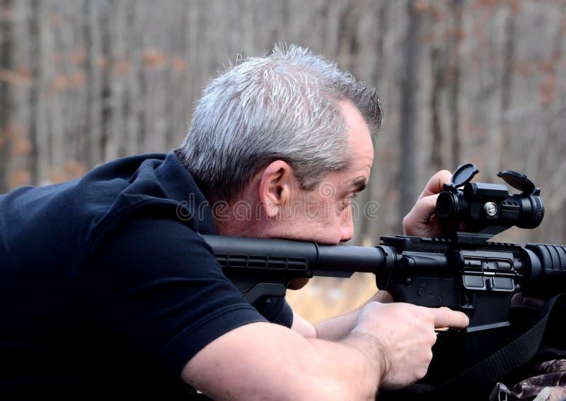 看见他的枪 免版税库存照片