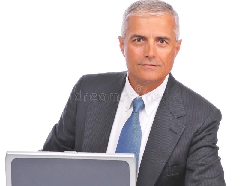 看起来变老的生意人的膝上型计算机&# 库存照片