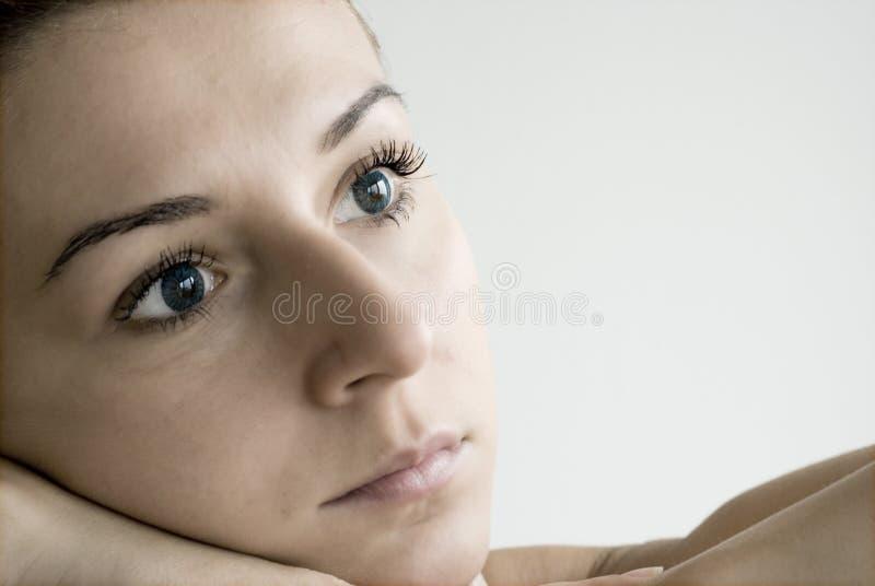 看起来哀伤的年轻人的女孩 图库摄影
