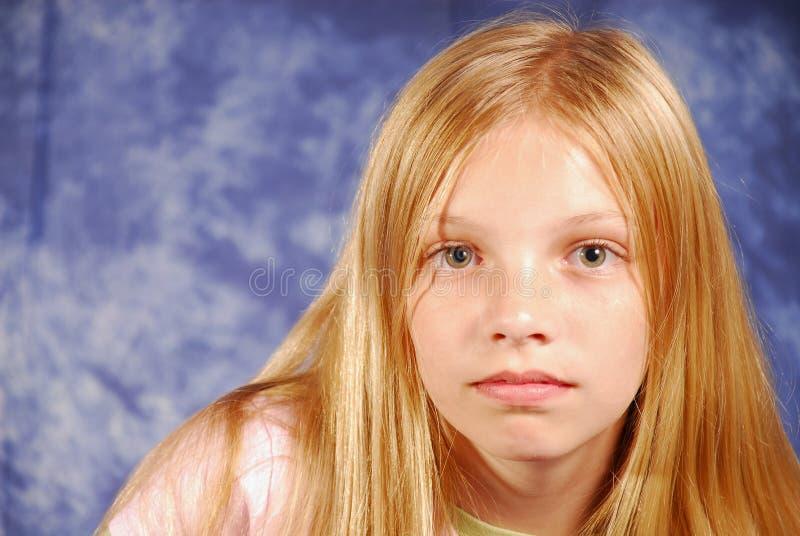 看起来哀伤的年轻人的女孩 库存图片