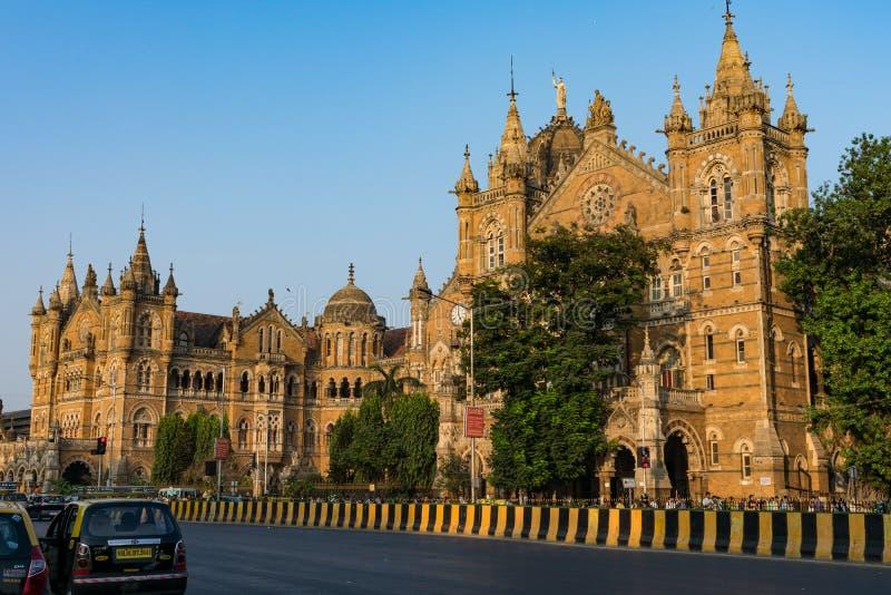看起来孟买的火车站令人敬畏从很远也 库存图片