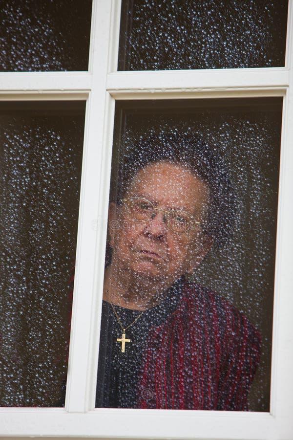 看起来沉思哀伤的高级视窗 免版税库存图片