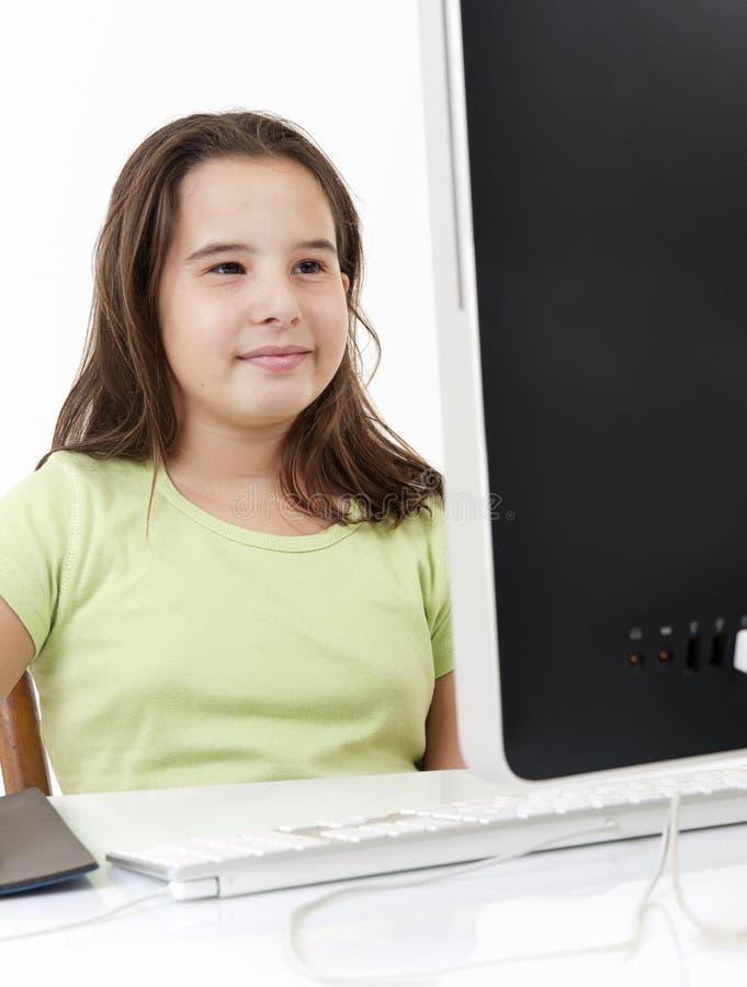 看起来计算机的女孩新 库存图片