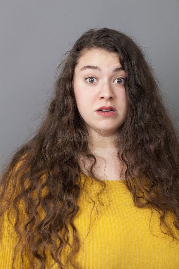 看起来年轻超重的妇女惊奇 免版税库存照片