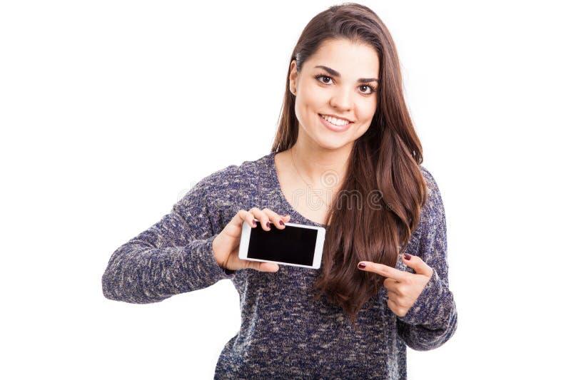 看这个新的电话app 免版税库存照片