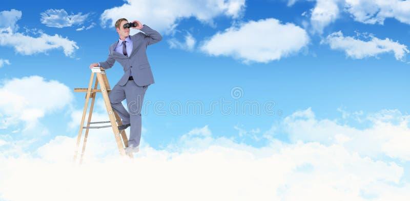 看通过双筒望远镜的商人的综合图象,当站立在梯子时 免版税库存图片
